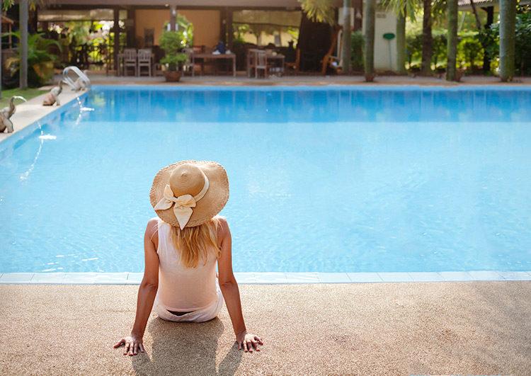 piscine-dans-une-villa